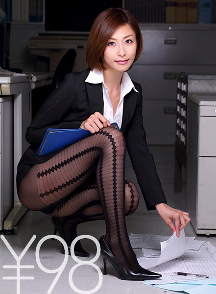 [Discount] Ya With Female Employees Wearing Pantyhose! First Of All, Make A Lot Of Blowjob, Cut Out The Pantyhose Part, Insert It In The Standing Back And Pierce Deeply. In The Face-To-Face Position, Poke Harder And Move To The Sofa. It Is Zippered To The Back At The Missionary Posture With Large Thigh Opening. Finally Fire On Her Tongue! Akari Asahina